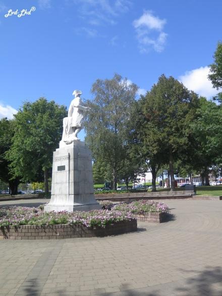 4 victoria square